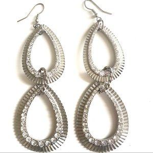 3/$8🎉2 silver teardrop shaped earrings w/ diamond